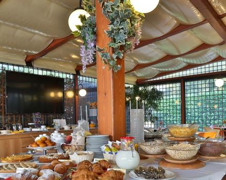 Rich breakfast buffet at the Best Western Hotel Cristallo 3 stars in Rovigo, with typicals, dietetics, international, gluten free products