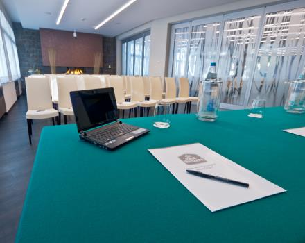 Organize your meetings: rooms for small meetings and up to 200 people